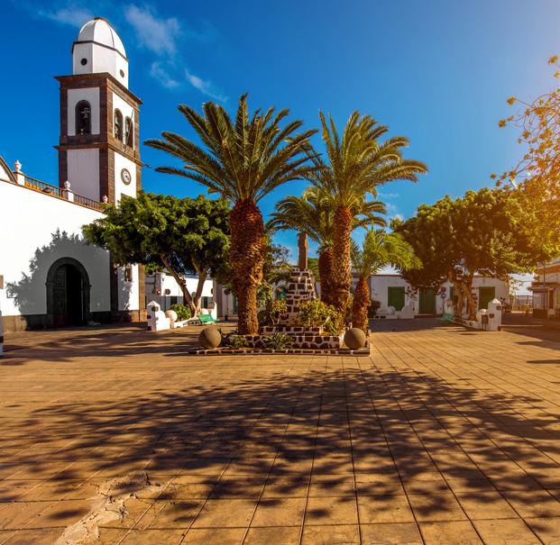 https://www.roperpropertieslanzarote.com/assets/content/pages/228/photos/1.jpg